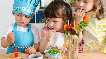 Jeśli nie staramy się wyręczać dzieci we wszystkich czynnościach, gotowanie może stać się ich pasją