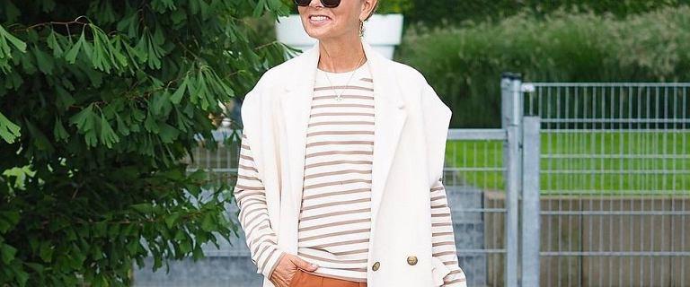 Ten sweter o luźnym kroju uwielbiają 50-tki! Modne i tanie propozycje na jesień 2021