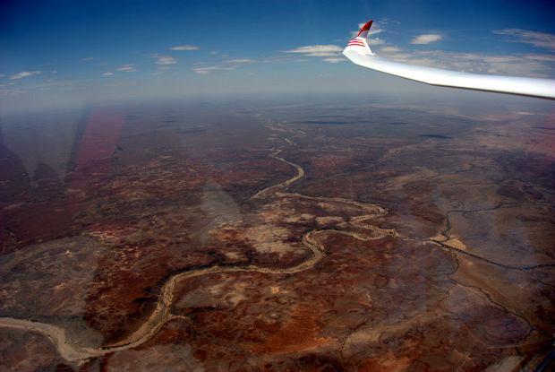 Zdjęcie numer 0 w galerii - Bezludzia, burze piaskowe, brak wody. Mistrz lata nad afrykańskimi pustyniami [ZDJĘCIA]