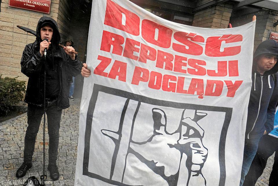24 września 2018 r. Bartek Szkudlarek podczas pikiety przeciwko policyjnej przemocy