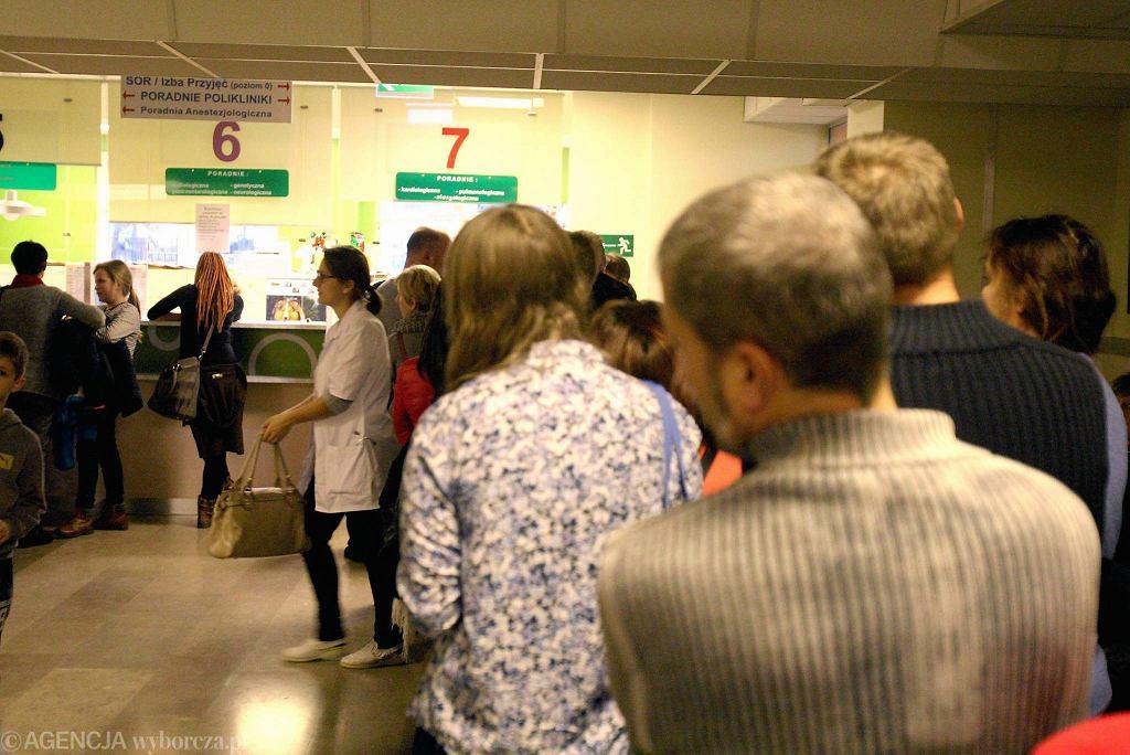 Lublin. Kolejki do rejestracji w Dziecięcym Szpitalu Klinicznym