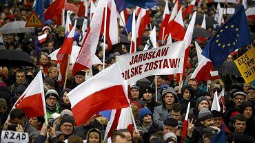 W marszu 'Obywatele dla demokracji' zorganizowanym przez KOD 12 grudnia w Warszawie wzięło udział ok. 50 tys. osób