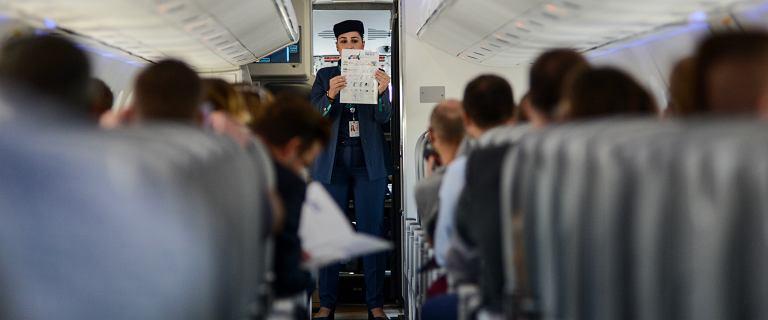 Awantura w samolocie na trasie z Londynu. Polak odmówił założenia maseczki