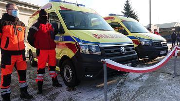 Luty 2021 r. Nowe karetki dla płockiego pogotowia ratunkowego. I jego tabor, i wiele innych placówek ochrony zdrowia, szczególnie szpital wojewódzki na Winiarach, wyglądałyby zdecydowanie gorzej, gdyby nie miliony od samorządu Mazowsza