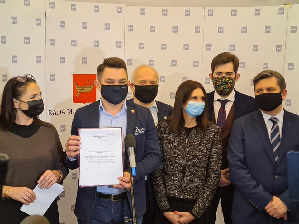 Radni KO z Łodzi złożyli zawiadomienie do prokuratury ws. działań lokalnych polityków PiS