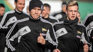Trening piłkarz Lechii. Przemysław Frankowski (z lewej) oraz Przemysław Czerwiński