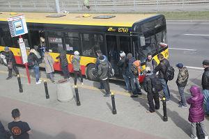 Koronawirus szczególnie zagraża osobom bezdomnym. Miejski autobus rozwozi im jedzenie