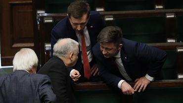 Jarosław Kaczyński z innymi politykami PiS
