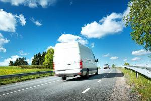 Auto dostawcze w firmie. Jak je wybrać? Gdzie się czają pułapki i haczyki?