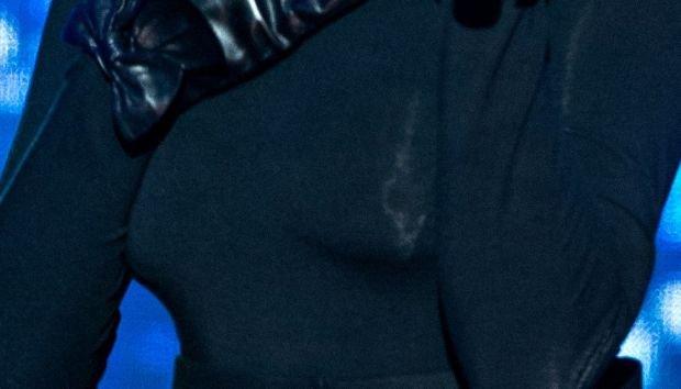 """Gdansk, 21.12.2013. Koncert """"Cala Polska spiewa koledy"""" z Radiem ZET i TVP1 na Dlugim Targu w Gdansku. Nz. Tatiana Okupnik. Fot. Lukasz Dejnarowicz / FORUM"""
