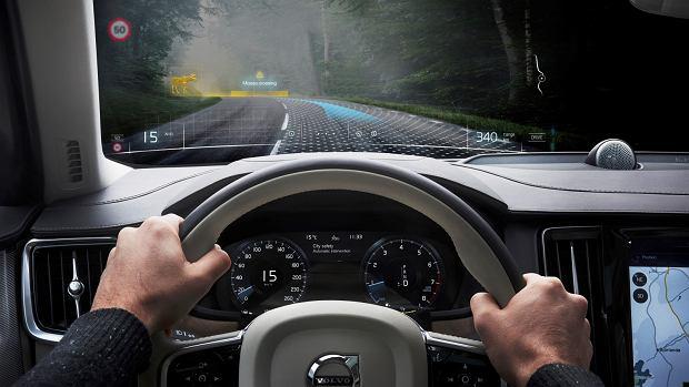 Mieszana rzeczywistość w goglach Vario i samochodzie Volvo
