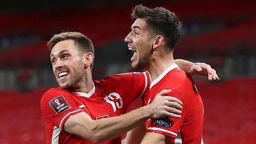 Maciej Rybus i Jakub Moder podczas meczu Anglia - Polska
