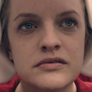Elisabeth Moss w serialu 'Opowieści podręcznej'