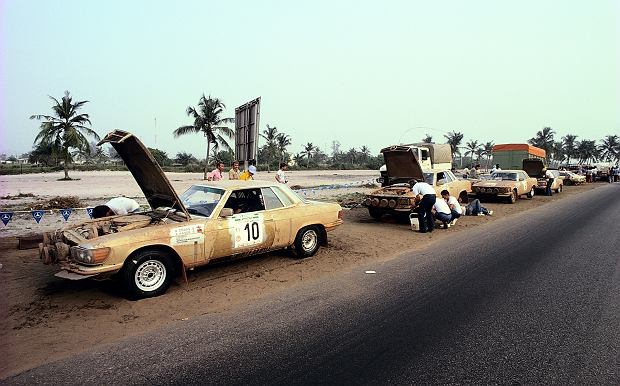 Mercedesy C 107 na afrykańskim rajdzie Bandama w 1979 roku w Wybrzeżu Kości Słoniowej.