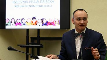 Kandydat na stanowisko Rzecznika Praw Dziecka Mikołaj Paweł Pawlak ma pozytywny wynik testu na koronawirusa