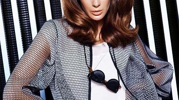 Klasyczne, sexy sukienki, geometryczne formy, żakiety typu Chanel, neopren, siatki o wielkich oczkach, lejące dżerseje, formy typu oversize - to główne wyznaczniki wiosenno/letniej kolekcji marki Caterina