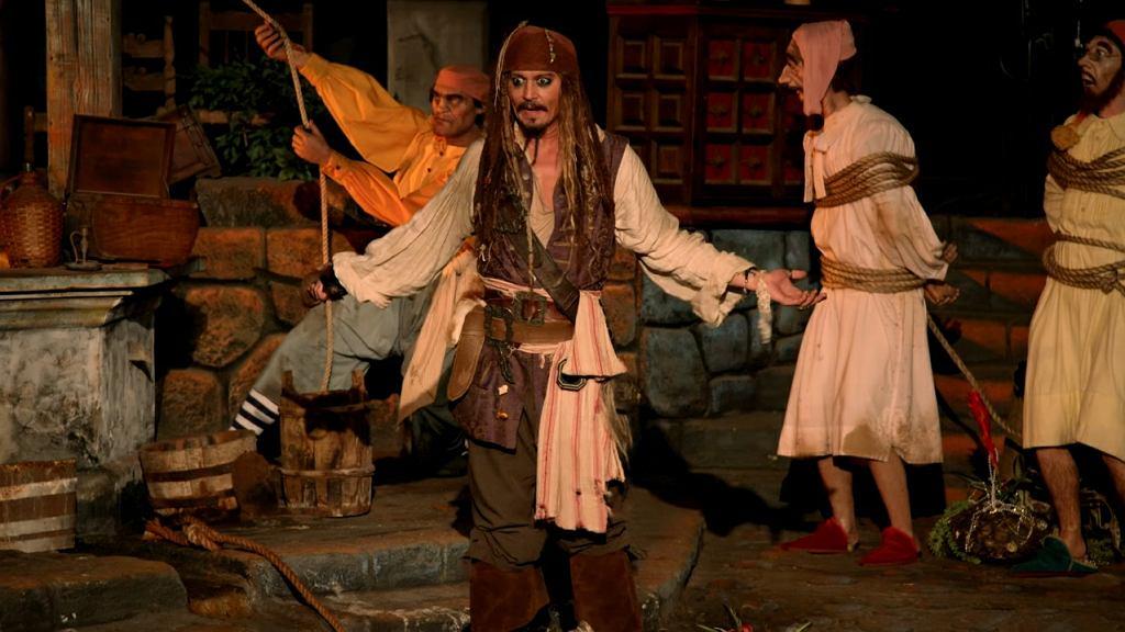 Johnny Depp jako kapitan Jack Sparrow w Disneylandzie