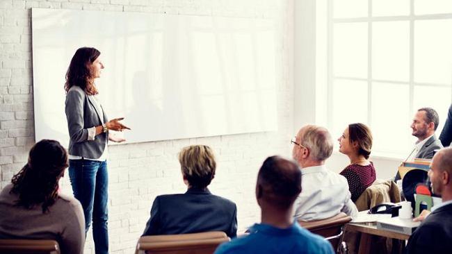 Jak efektywnie wyszkolić nowych pracowników? Oto kilka technik, które naprawdę działają