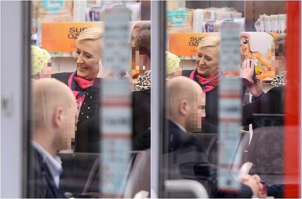 Zdjęcie numer 5 w galerii - Agata Duda z BOR-em na zakupach w Rossmannie. Wywołała spore zamieszanie!