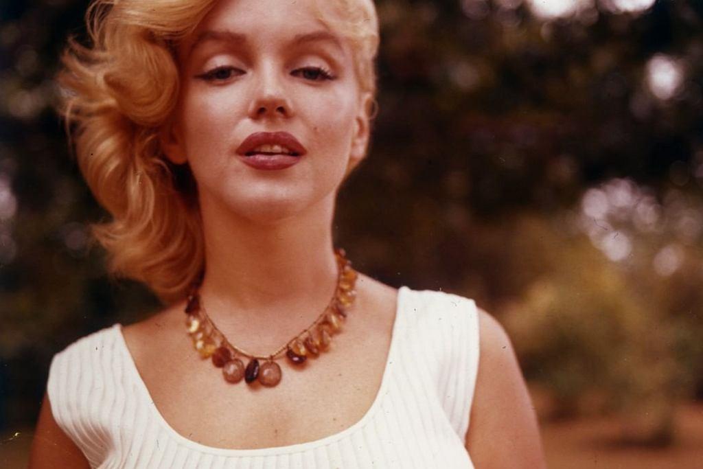 Styl seksbomby lat 50. inspiruje współczesne kobiety