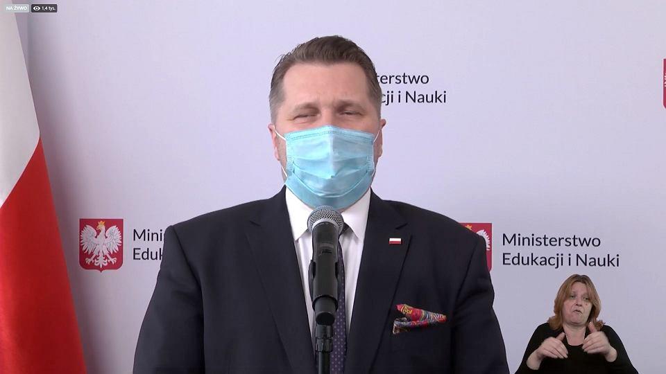 Minister Czarnek się cieszy z powrotu do nauki stacjonarnej
