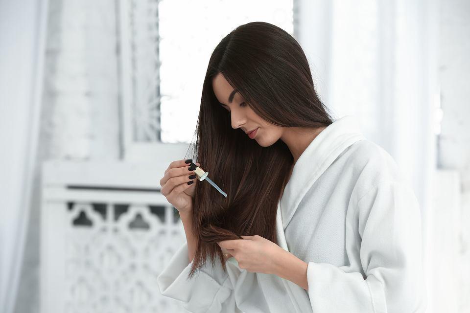 Sposoby na suche i zniszczone włosy