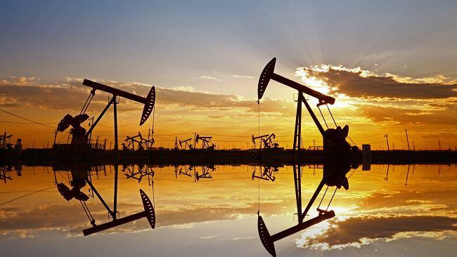 Ropa naftowa: najpierw potężny spadek, potem solidne wzrosty. Co się dzieje z notowaniami?