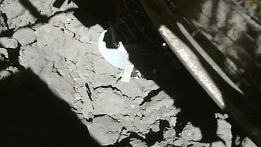 Japońska sonda pobrała próbki spod powierzchni asteroidy