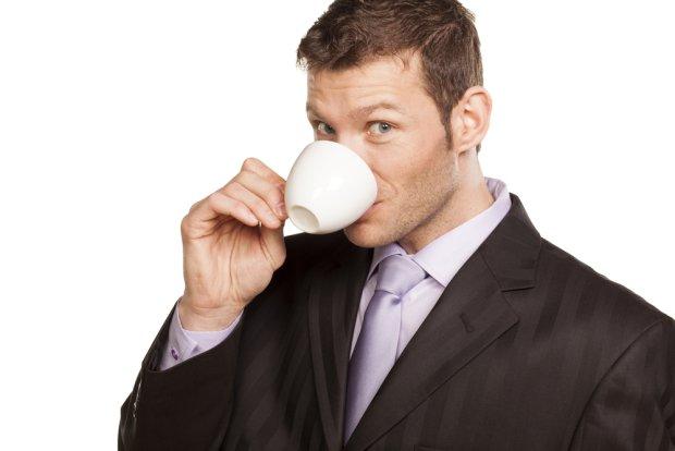 Savoir vivre: gdy szef pożycza na kawę i nie oddaje, savoir vivre