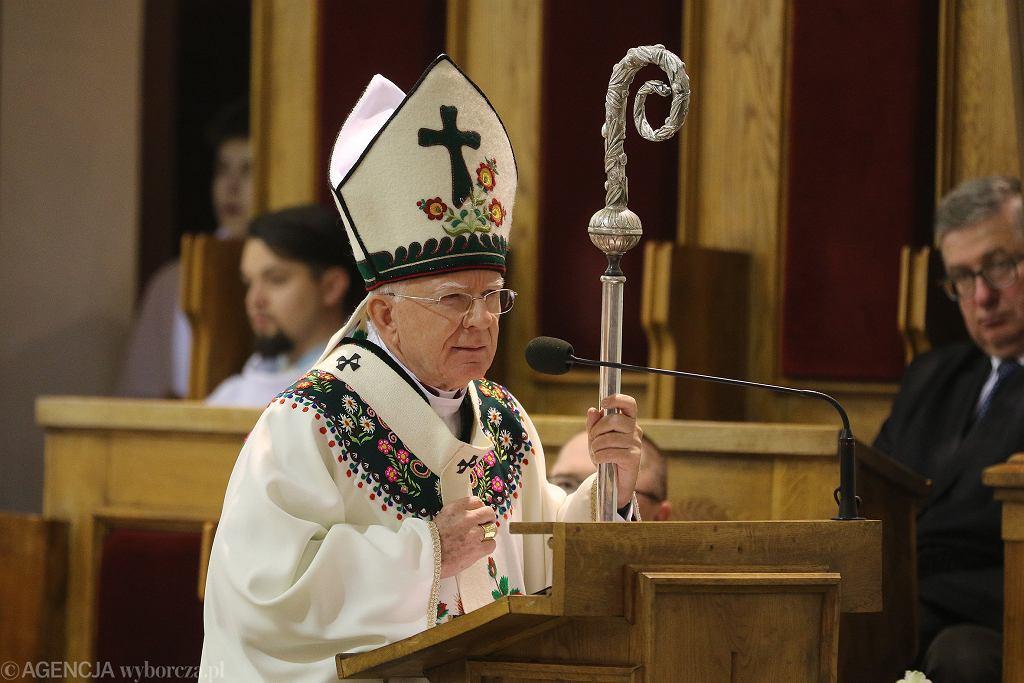 Arcybiskup Marek Jędraszewski podczas uroczystych obchodów 100 -lecia Związku Podhalan. Nowy Targ, 4 sierpnia 2019