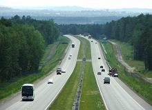 Jak jeździć po autostradzie? Zasada trzech sekund i obowiązkowy korytarz życia