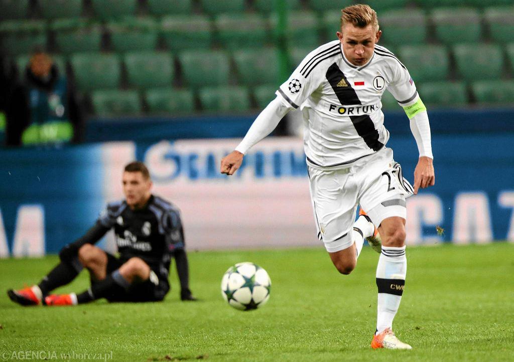 Jakub Rzeźniczak podczas meczu grupowego Ligi Mistrzów: Legia Warszawa - Real Madryt