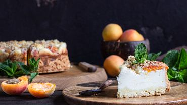 Sernik z morelami to świetna alternatywa dla sernika z brzoskwiniami