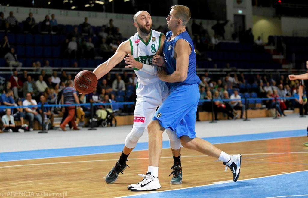 Witalij Kowalenko (z lewej) szybko dochodzi do formy po kontuzji. Z Siauliai zdobył 19 punktów i miał dwie zbiórki