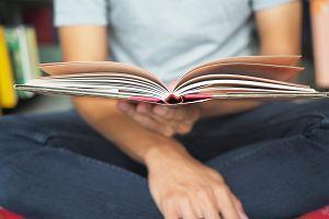 Lektury obowiązkowe na egzamin ósmoklasisty 2021. Nowa lista. Czego w tym roku nie trzeba czytać?