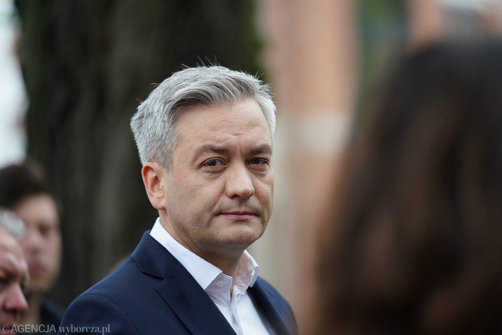 Kandydat na urząd prezydenta RP , europoseł Lewicy Robert Biedroń na kampanijnym szlaku. Częstochowa, 8 czerwca 2020