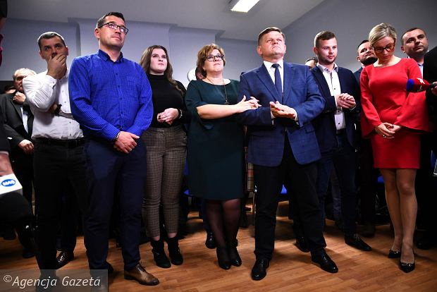 Zdjęcie numer 18 w galerii - Wybory 2018. Nadzieja a potem smutek. Wieczór wyborczy w sztabie Wojciecha Skurkiewicza