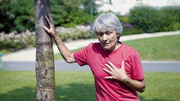 Objawy u kobiet bywają nietypowe i często lekceważone,