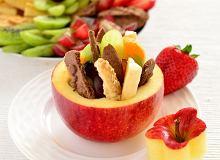 Jabłka nadziewane owocami i ciasteczkami - ugotuj