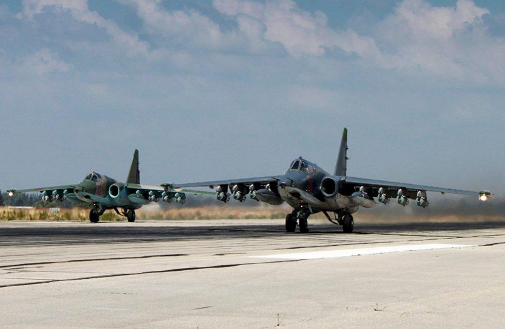 Rosyjskie myśliwce SU-25 w bazie w Hmeimim w Syrii