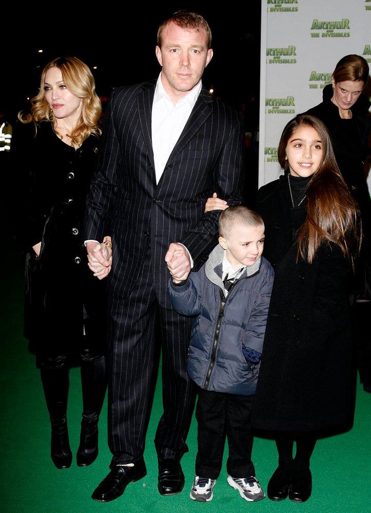 Madonna, Guy Ritchie oraz Rocco i Lourdes na prmierze w 2007
