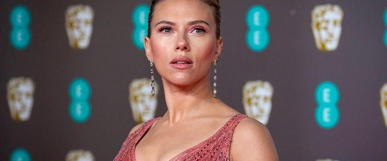 """Scarlett Johansson pozywa Disneya za premierę """"Czarnej Wdowy"""". Disney w odpowiedzi ujawnia jej zarobki"""