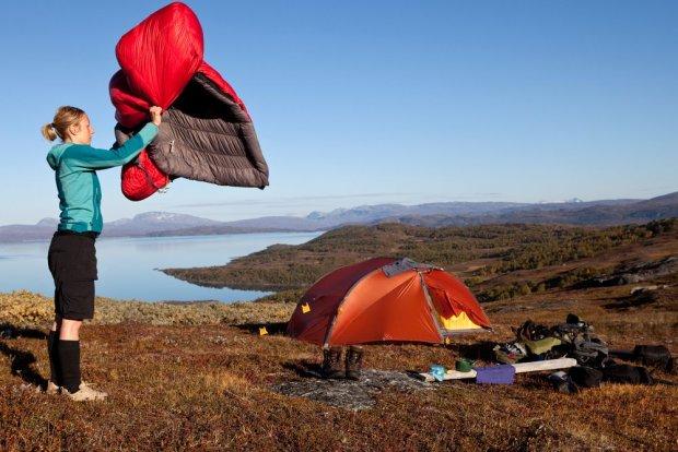 Do Norwegii warto zabrać własny namiot, bo biwakowanie w całym kraju jest legalne, a noclegi w hostelach bardzo drogie