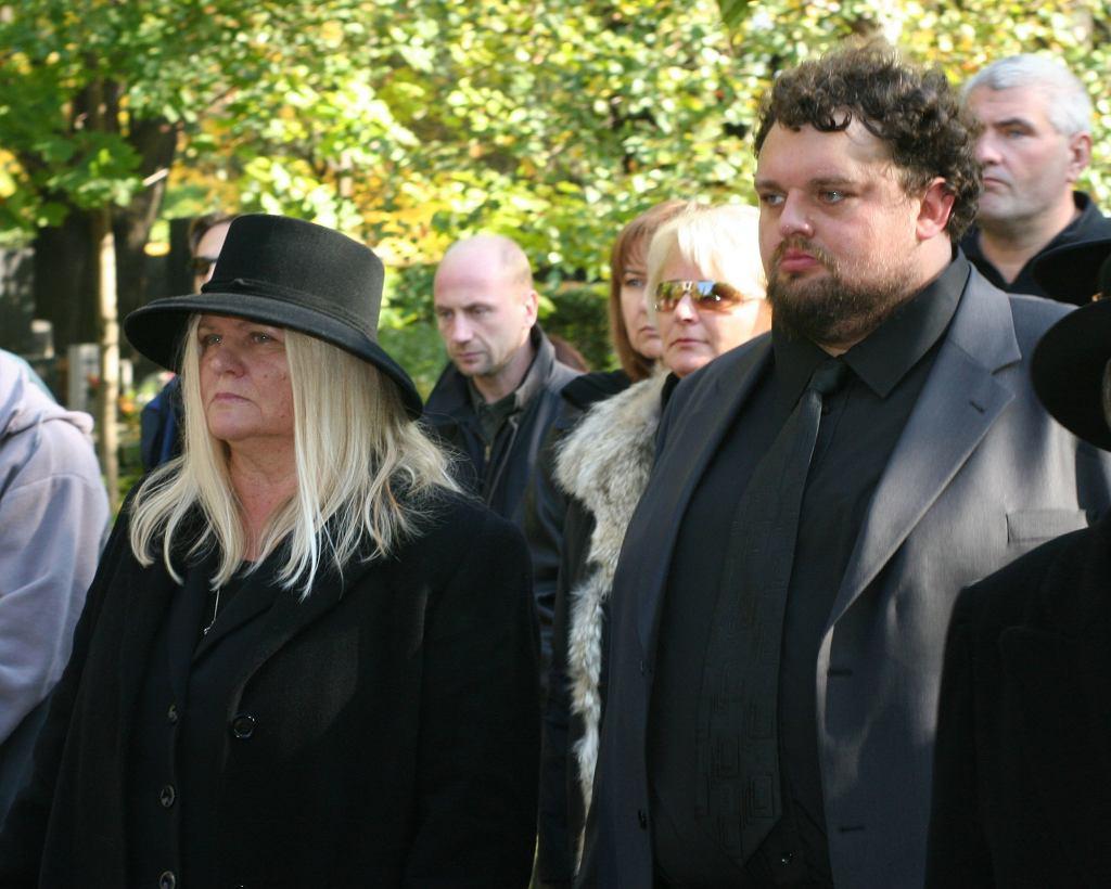 Żona i syn Marka Grechuty na jego pogrzebie