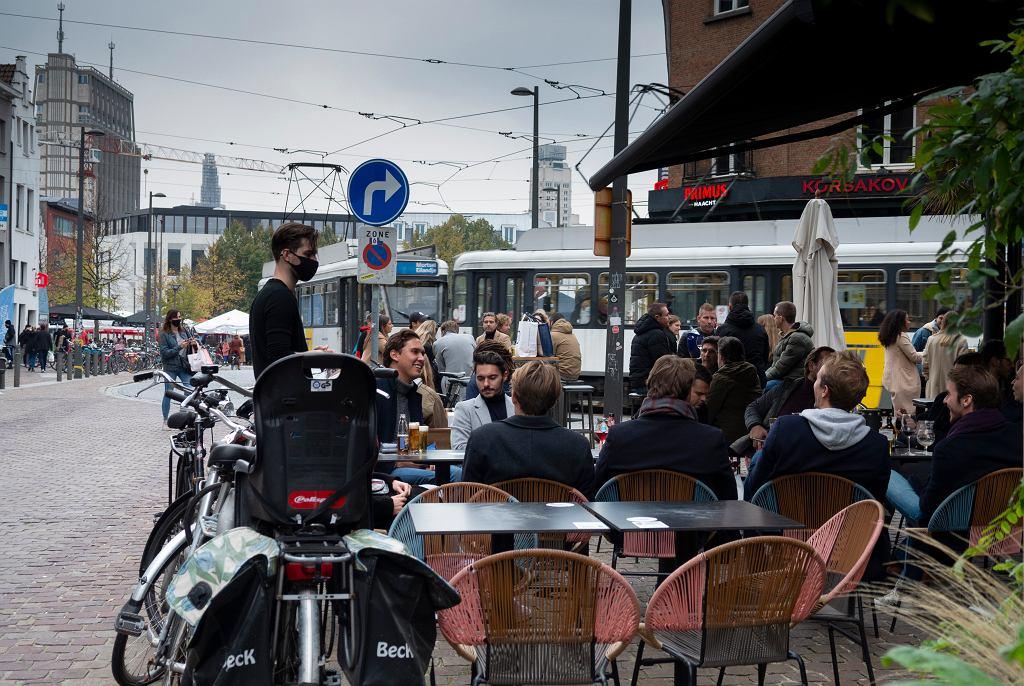 Belgia, Antwerpia. Ostatnie wyjścia do restauracji, od poniedziałku mają one zostać zamknięte na miesiąc.