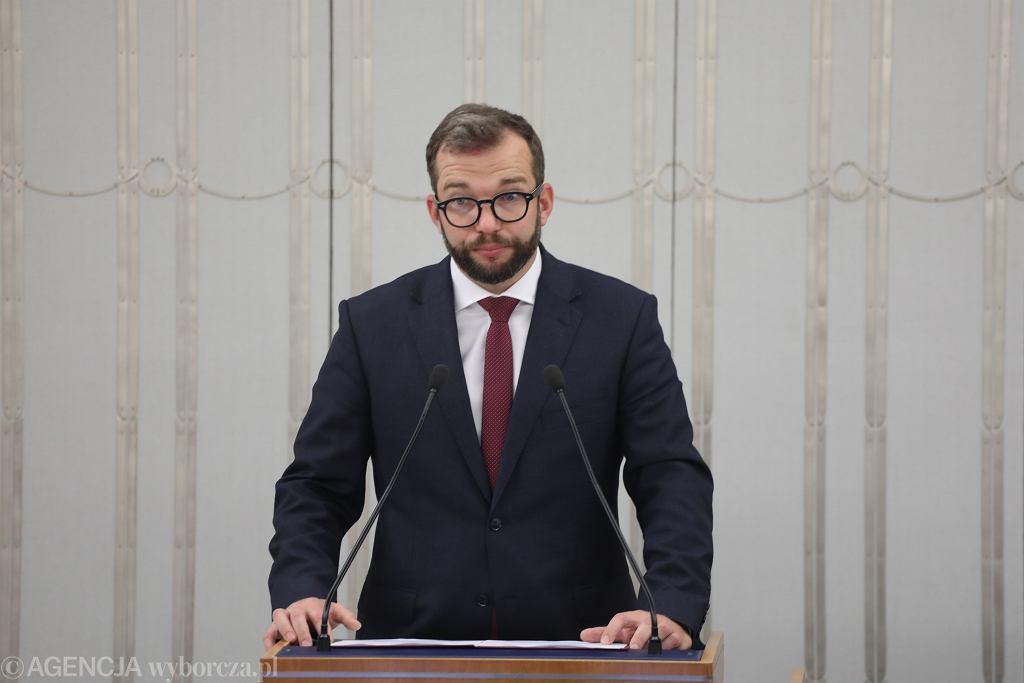 Minister Grzegorz Puda chce zwolnić urzędnika Ministerstwa Rolnictwa. Inspektor naraził mu się trzy razy, bądź to nie zapewniając obsługi VIP, bądź rezerwując mało luksusowy hotel.