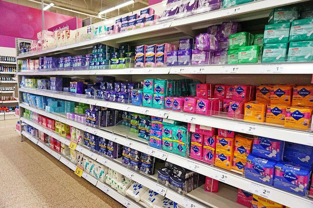 Szkockie władze chcą dawać kobietom darmowe tampony i podpaski