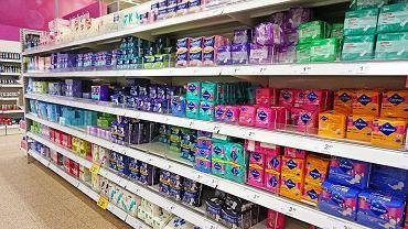 Koniec ubóstwa menstruacyjnego. Pierwszy kraj z darmowymi tamponami i podpaskami