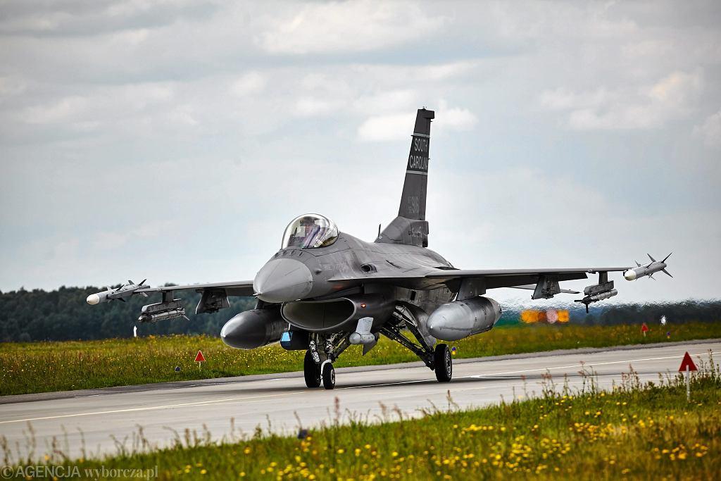 Zdjęcie ilustracyjne - Lotnicy Polskich Sil Powietrznych i amerykanie z USAF podczas wspólnych ćwiczeń w ramach Aviation Detachment.