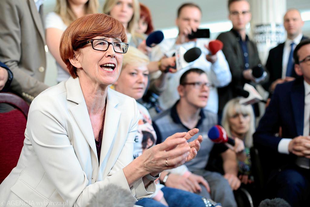 ;Protest dzieci i rodzicow dzieci niepelnosprawnych w Sejmie